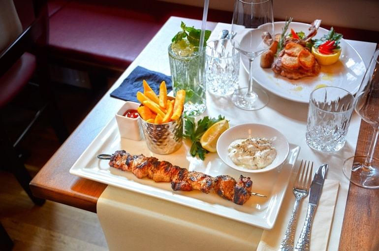 दुबई का मशहूर स्थानीय भोजन