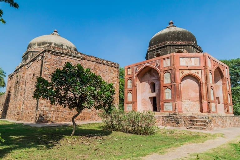 अफसरवाला मकबरा और मस्जिद
