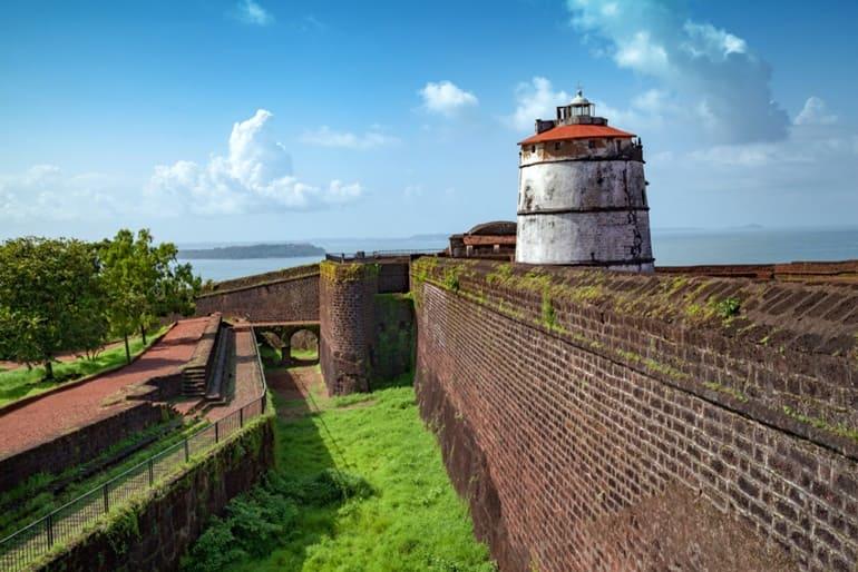 गोवा में मुफ्त में किले की सैर करें
