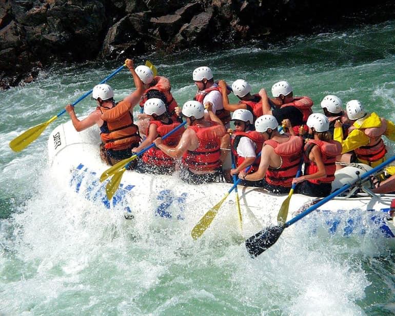 हिमाचल प्रदेश में स्पीति नदी पर रिवर राफ्टिंग