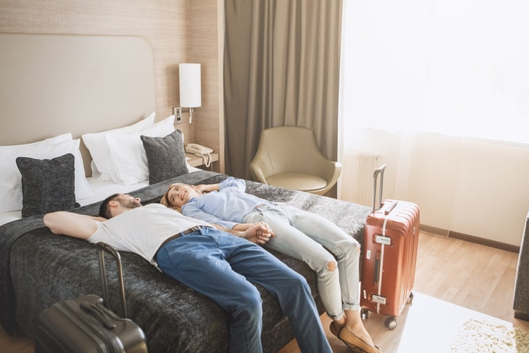 Hotel Rules For Unmarried Couples In Hindi