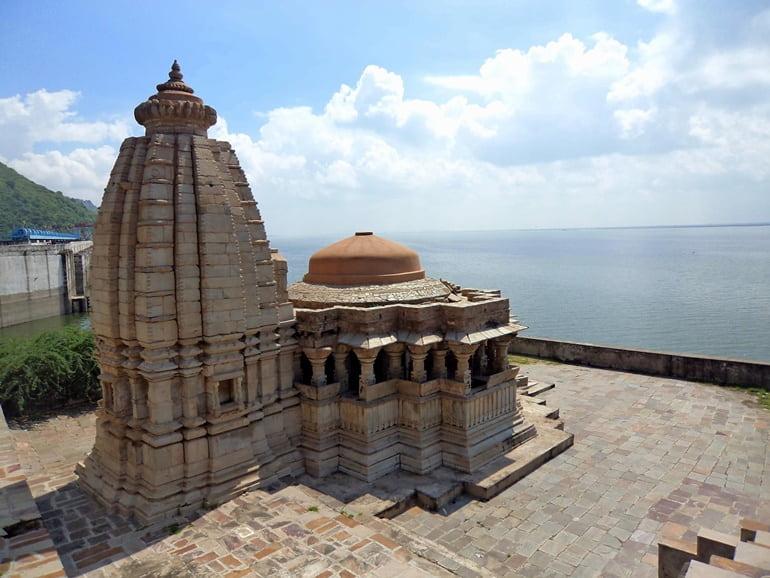 टोंक के प्रमुख धार्मिक स्थल बीसलदेव मंदिर