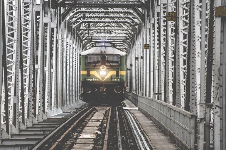 शेरगढ़ किला कैसे पहुंचे ट्रेन द्वारा