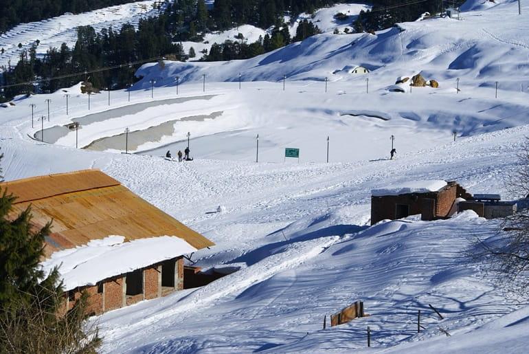 सर्दियों में घूमने के लिए भारत की बर्फीली जगह औली