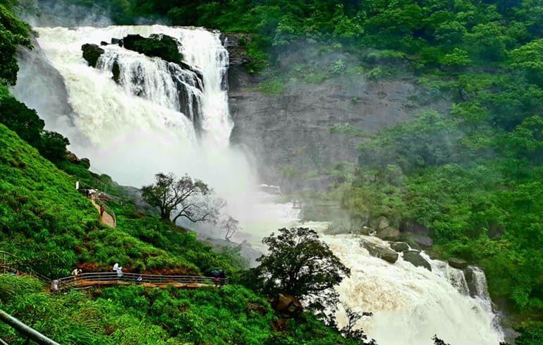 चिकमगलूर में घूमने के टॉप पर्यटन स्थल की जानकारी - Chikmagalur Tourism In Hindi