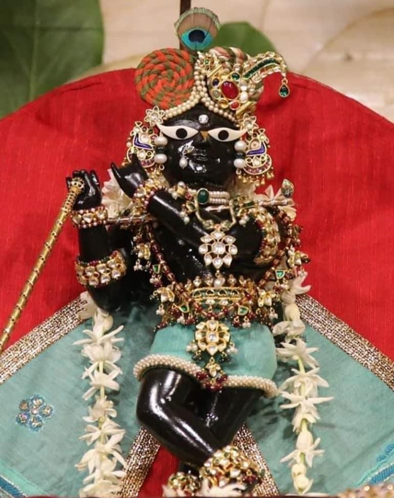 मदन मोहन मंदिर के दर्शन करने का सबसे अच्छा समय