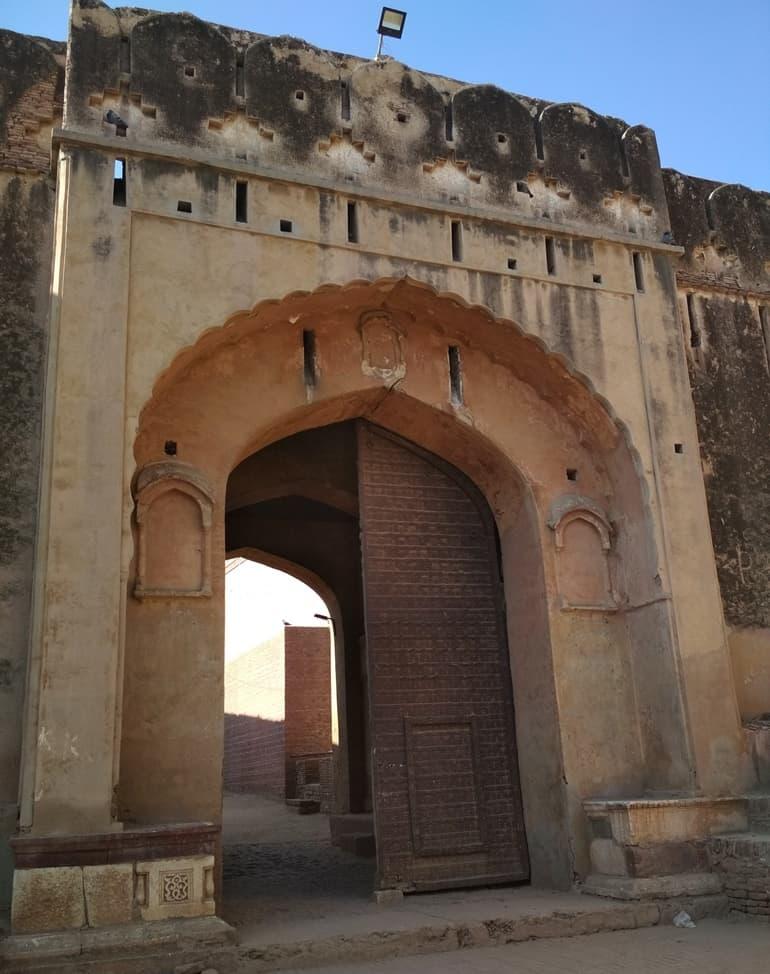 हनुमानगढ़ में घूमने के लिए ऐतिहासिक जगह भटनेर का किला