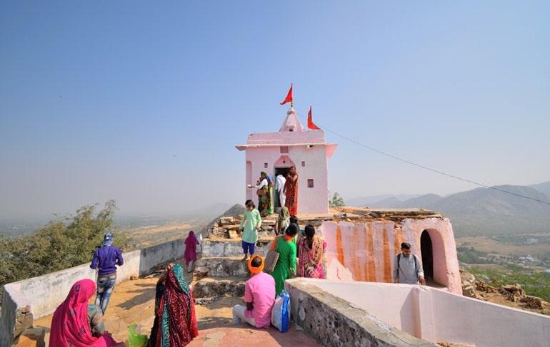 पुष्कर में सावित्री माता का मंदिर के दर्शन करने का सबसे अच्छा समय