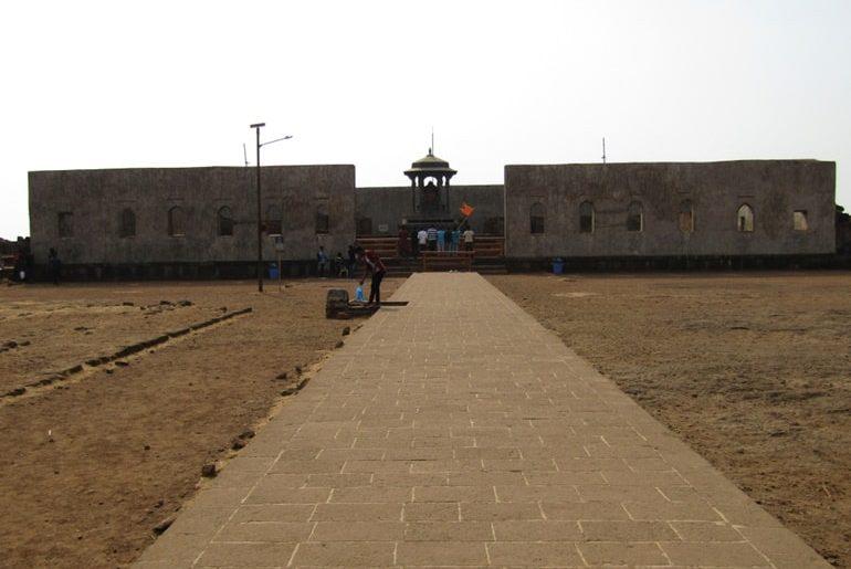 रायगढ़ किला रायगढ़ महारास्ट्र घूमने की जानकारी और इसके प्रमुख दर्शनीय स्थल - Raigad Fort In Hindi