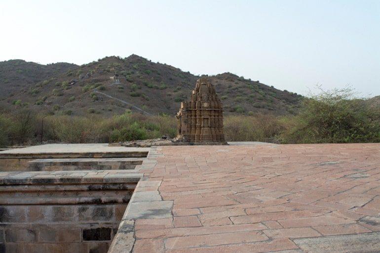 भांड देवरा मंदिर राजस्थान के दर्शन और घूमने की जानकारी - Bhand Devra Temple In Hindi