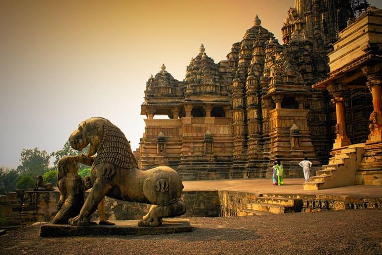भारत में सोलो फीमेल टूरिस्ट के लिए सेफ पर्यटन स्थल खजुराहो मध्य प्रदेश