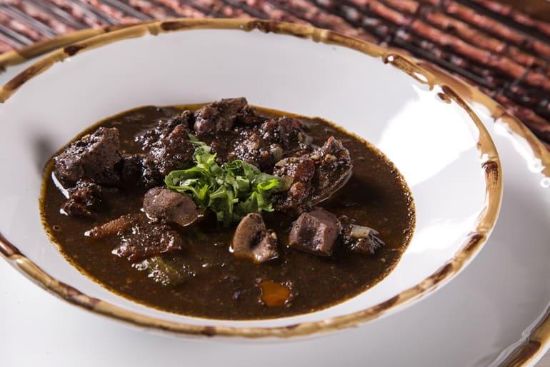 """गोवा में खाये जाने वाला असामान्य खाना """"सोरपोटल"""" Sorpotel"""
