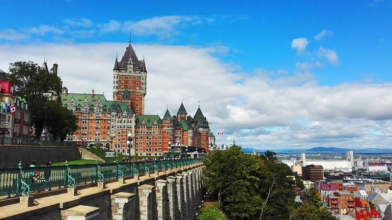 कनाडा के मशहूर पर्यटन स्थल क्यूबैक सिटी