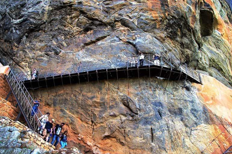 सिगिरिया में देखने लायक आकर्षण स्थल प्राचीन बौद्ध मठ