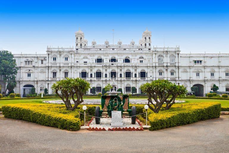 जय विलास पैलेस और इसके प्रमुख पर्यटन स्थल घूमने की जानकारी - Jai Vilas Palace In Hindi