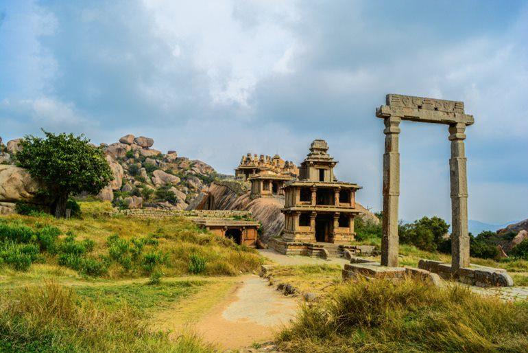 चित्रदुर्ग किला घूमने की जानकारी और इसके प्रमुख पर्यटन स्थल - Chitradurga Fort In Hindi