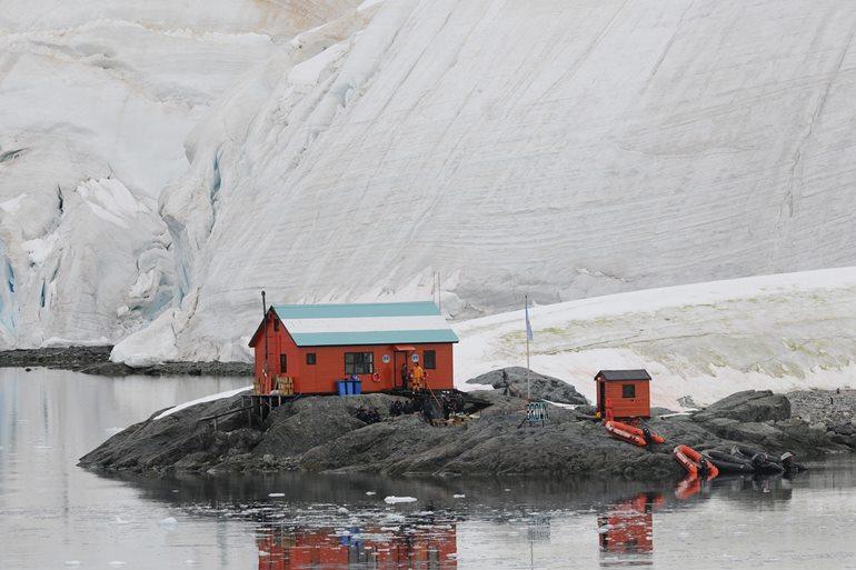 अंटार्कटिका में कहाँ रुके