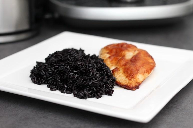 """इंडिया में अनोखा भोजन """"ब्लैक राइस"""" cooked black rice"""