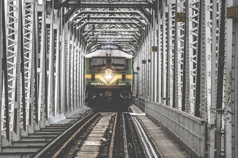 ट्रेन द्वारा चूका बीच कैसे जाये