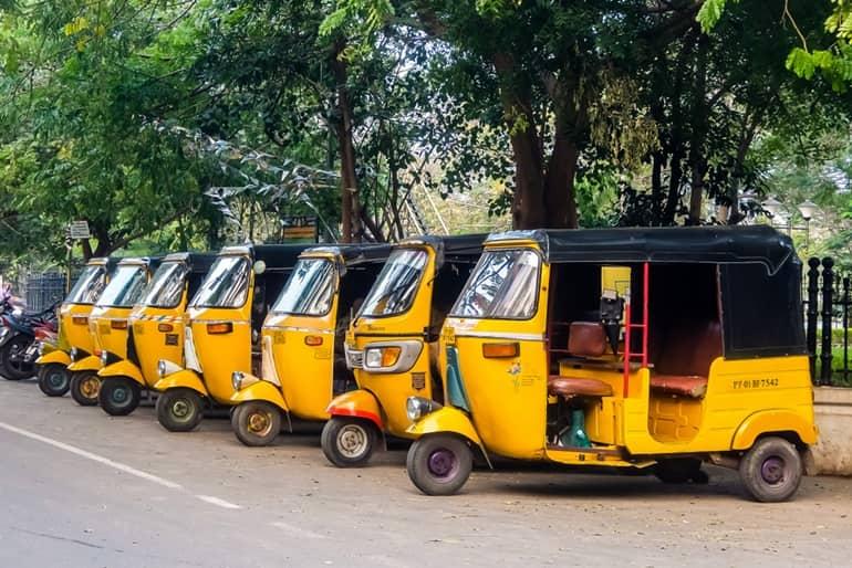 बैद्यनाथ मंदिर के पास स्थानीय परिवहन