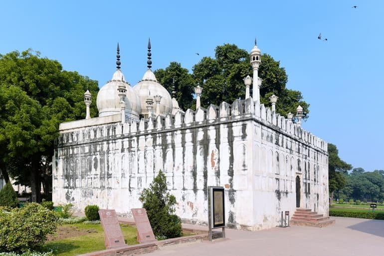 दिल्ली की मोती मस्जिद घूमने की जानकारी - Moti Masjid Delhi In Hindi