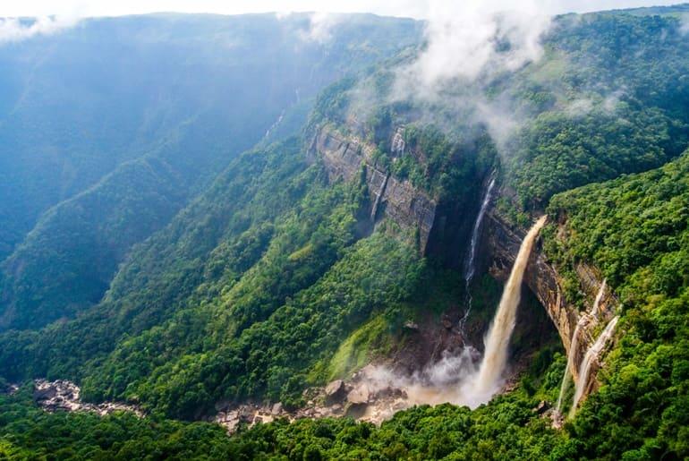 नोहकलिकाई वॉटरफॉल्स चेरापूंजी घूमने की जानकारी- Nohkalikai Falls In Hindi