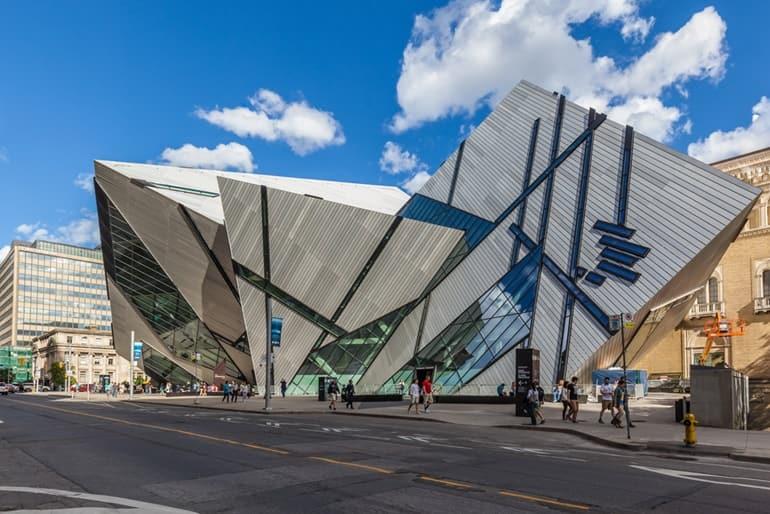 टोरंटो का दर्शनीय स्थल रॉयल ओंटारियो संग्रहालय