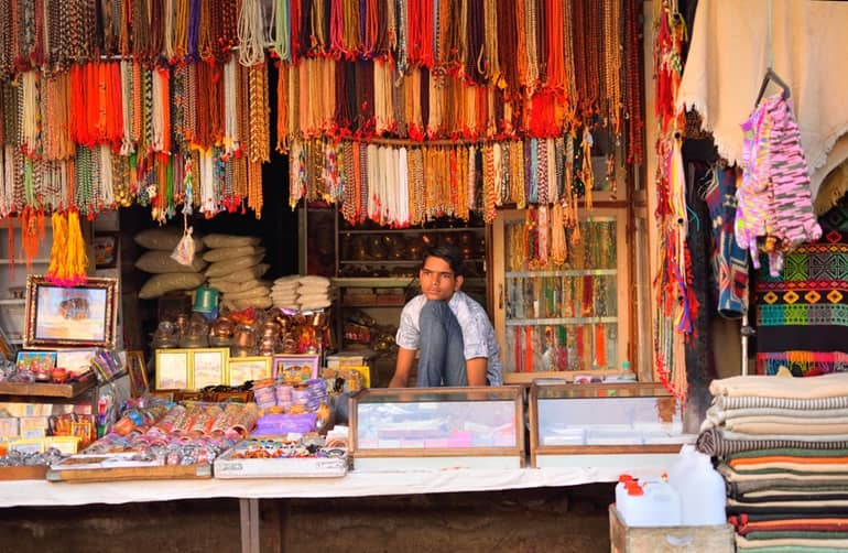 बड़कोट बाज़ार से खरीदारी