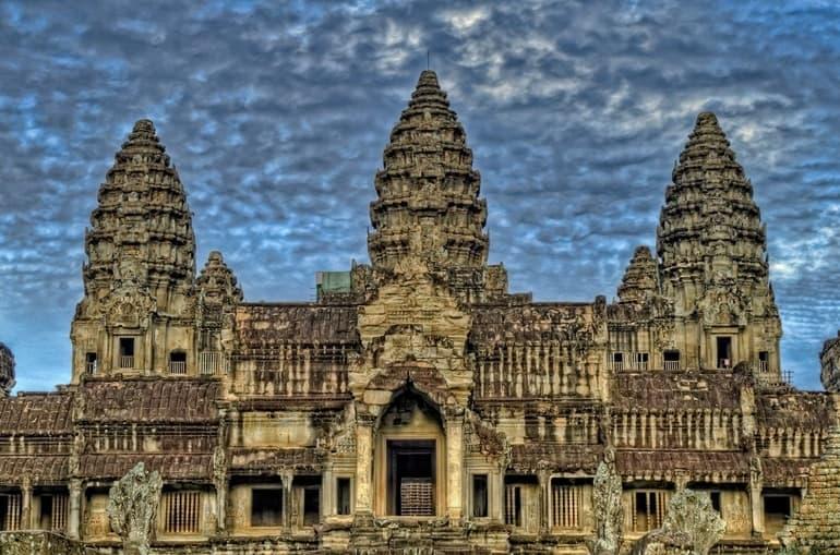 कम्बोडिया का सबसे प्रसिद्ध पर्यटन स्थल अंगकोर वाट टेम्पल