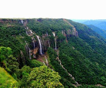 नोहशंगथियांग फॉल्स(सेवन सिस्टर फॉल्स) चेरापूंजी घूमने की जानकारी - Nohsngithiang Falls In Hindi
