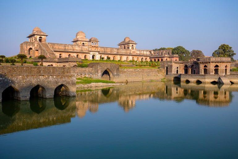 मांडू का प्रसिद्ध जहाज महल घूमने की जानकारी – Jahaz Mahal In Hindi