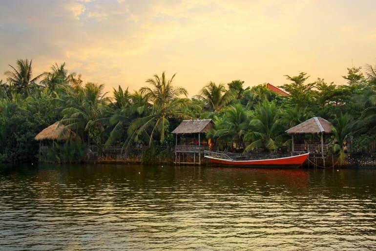 कम्बोडिया में घूमने के लिए ऐतिहासिक जगह कम्पोत