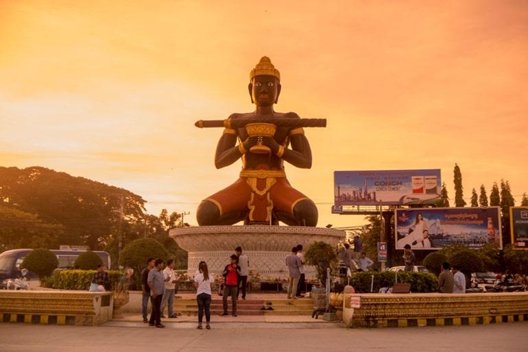 कम्बोडिया का प्रमुख दर्शनीय स्थल बट्टामबांग