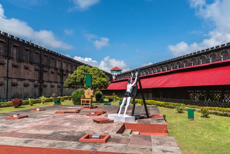 पोर्ट ब्लेयर का प्रमुख आकर्षण स्थल सेल्लुलर जेल - Port Blair Ka Pramukh Aakarshan Sthal Cellular Jail In Hindi