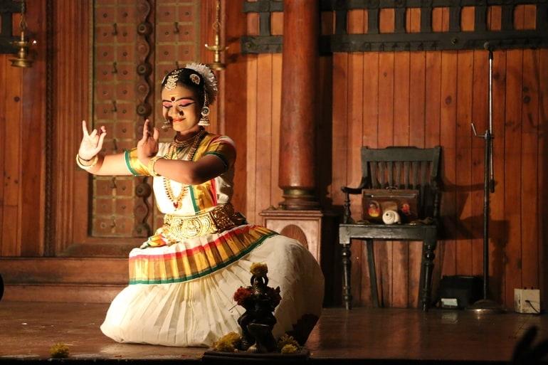कोच्चि में लोकप्रिय पर्यटन स्थल कथकली केंद्र - Kochi Ke Popular Tourist Place Kathakali Centre In Hindi