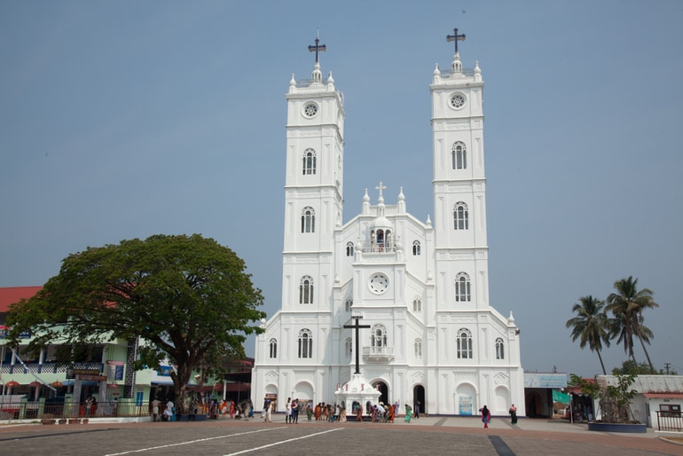 कोच्चि का दर्शनीय स्थल सांता क्रूज़ बेसिलिका - Kochi Ka Darshaniya Sthal Santa Cruz Basilica In Hindi