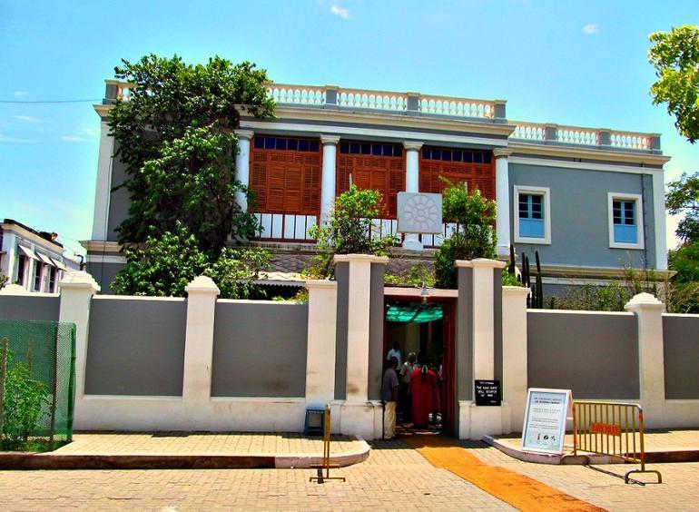 पांडिचेरी का प्रमुख दर्शनीय स्थल अरबिंदो आश्रम - Pondicherry Ka Pramukh Darshaniya Sthal Aurobindo Ashram In Hindi