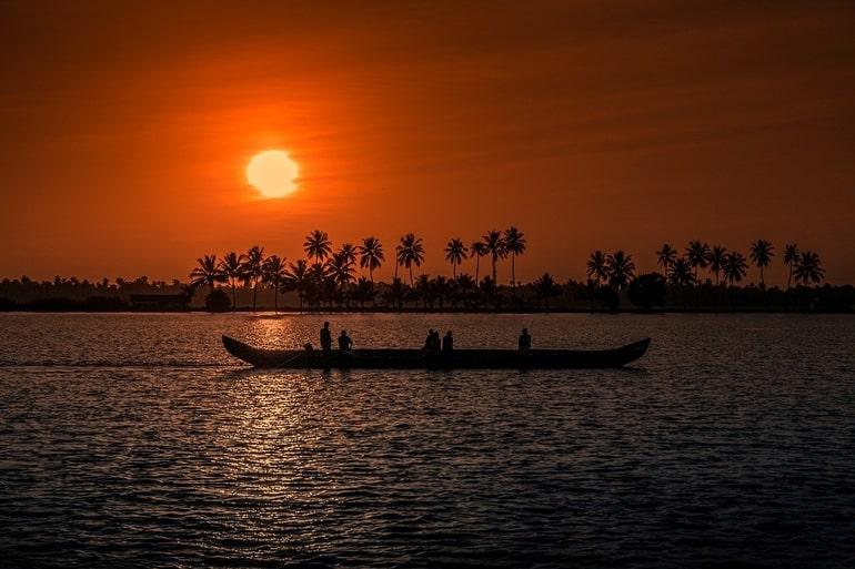 कोच्चि टूरिज्म में देखने लायक खुबसूरत जगह सनसेट क्रूज - Kochi Tourism Me Dekhne Layak Khubsurat Jagah Sunset Cruise In Hindi