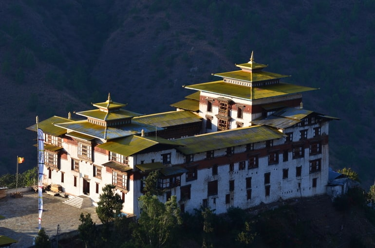 भूटान यात्रा में घूमने की सबसे खुबसूरत जगह त्राशीगांग पर्यटन - Bhutan Yatra Me Ghumne Ki Sabse Khubsurat Jagah Trashigang Tourism In Hindi