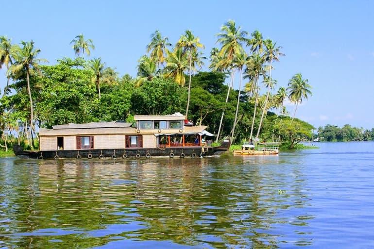 अल्लेप्पी का दर्शनीय स्थल एलेप्पी बैकवाटर्स - Alleppey Ka Darshaniya Sthal Alleppey Backwaters In Hindi