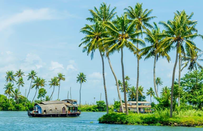 अल्लेप्पी में देखने लायक सबसे आकर्षण स्थल हाउसबोट्स - Alappuzha Me Dekhne Layak Sabse Aakarshan Sthal Alleppey Houseboat In Hindi