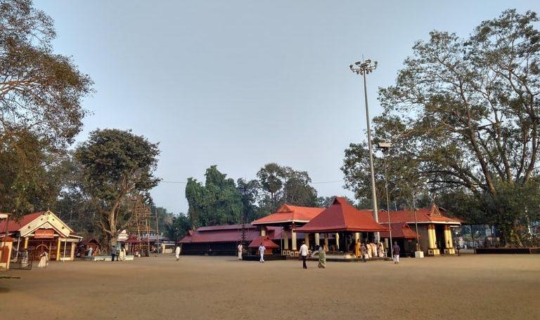 अल्लेप्पी का प्रमुख तीर्थ स्थल चेट्टीकुलंगरा देवी मंदिर - Alleppey Ka Pramukh Tirth Sthal Chettikulangara Devi Temple In Hindi