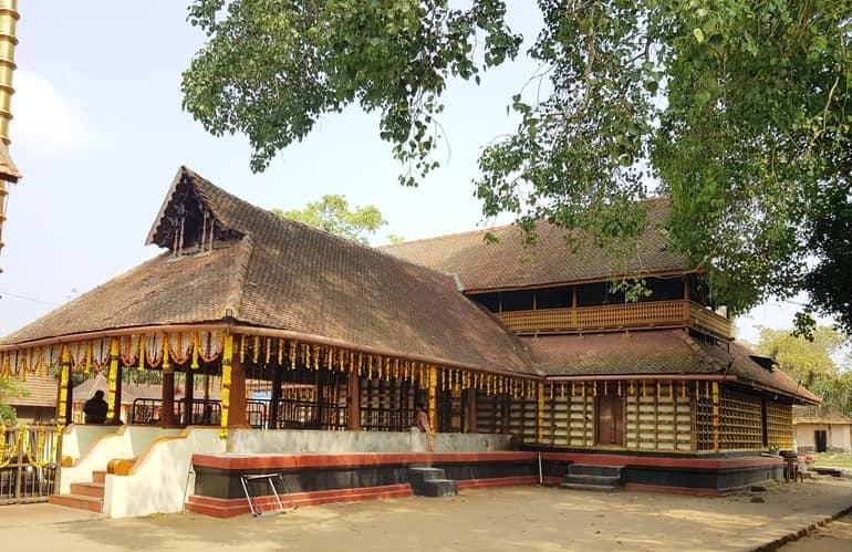 अल्लेप्पी का धार्मिक स्थल मुल्लाक्कल राजेश्वरी मंदिर - Alleppey Ka Dharmik Sthal Mullakkal Rajeshwari Temple In Hindi