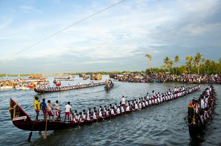 अल्लेप्पी पर्यटन में देखने लायक रेस नेहरू ट्रॉफी स्नेक बोट रेस – Best Thing To See In Alleppey Nehru Trophy Snake Boat Race In Hindi