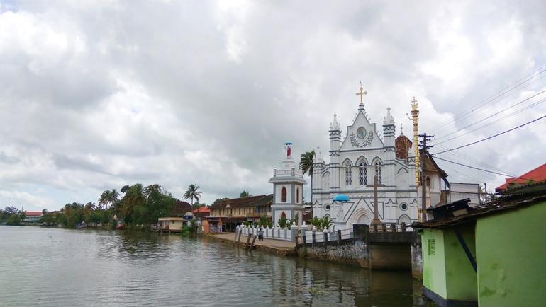अल्लेप्पी में देखने लायक जगह सेंट मैरी फोरेन चर्च - Alleppey Me Dekhne Layak Jagah St Mary's Forane Church In Hindi