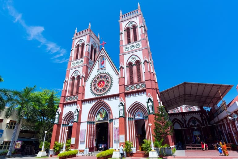 पांडिचेरी में घूमने लायक जगह बेसिलिका ऑफ़ द सेक्रेड हार्ट ऑफ़ जीसस - Pondicherry Me Ghumne Layak Jagah Basilica Of The Sacred Heart Of Jesus In Hindi
