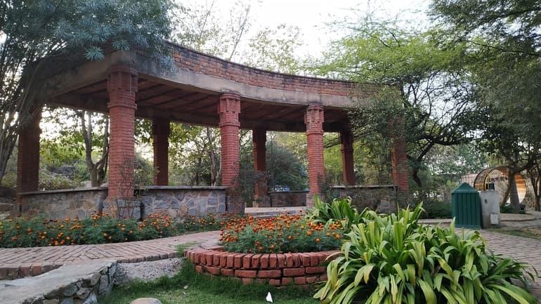 गार्डन ऑफ फाइव सेंसस घूमने जाने का सबसे अच्छा समय - Best Time To Visit Garden Of Five Senses In Hindi