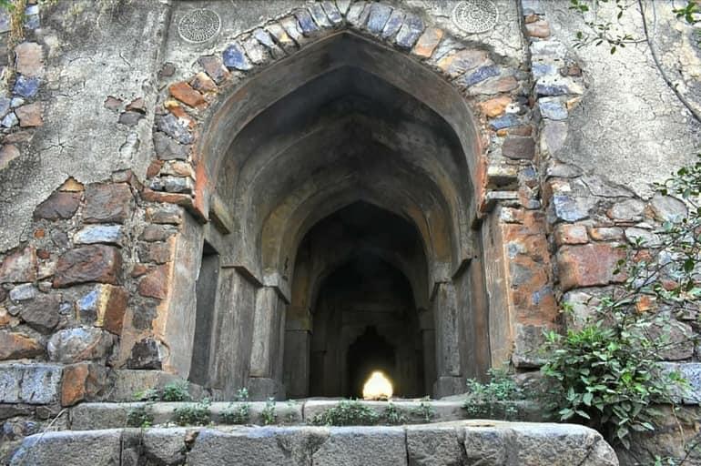 दिल्ली की सबसे हॉरर प्लेस मलचा महल – Dilli Ki Sabse Horror Place Malcha Mahal In Hindi