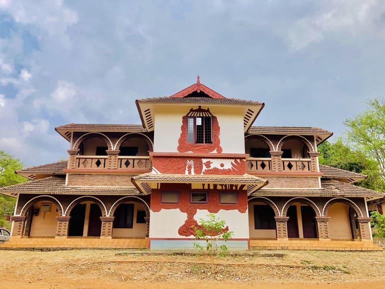 केरल कलामंडलम की यात्रा से जुड़ी पूरी जानकारी - Kerala Kalamandalam Information in Hindi